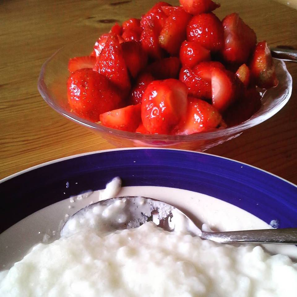 150712 Risgrynsgröt med jordgubbar