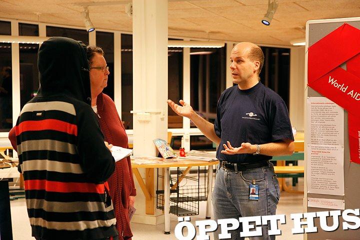 peter-i-skolbiblioteket-den-1-december-2011